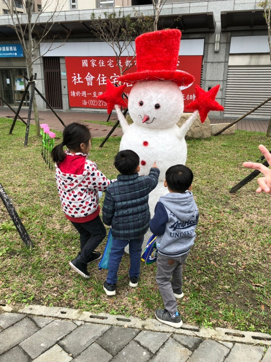 小朋友們喜見雪人